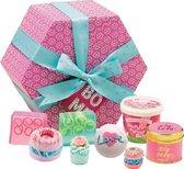 Bomb Cosmetics The Bomb Hat Box Giftpack kado doos met bad, zeep, geurkaars en verzorgingsproducten