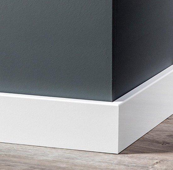 Overschilderbaar MDF Moderne plint 70x12 wit gegrond