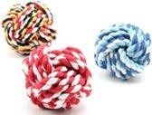 Een kleurrijk grotere bal in verschillende kleuren