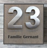 Naambordje voordeur steigerhout met antraciete rand. Met èchte RVS huisnummercijfers | houten naambord 20x20 cm