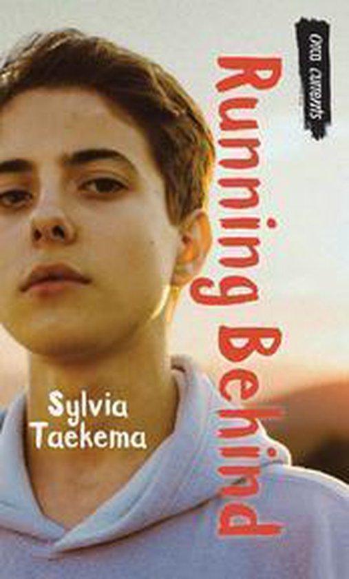 Boek cover Running Behind van Sylvia Taekema (Onbekend)