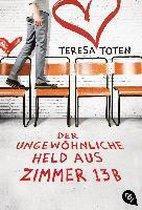 Boek cover Der ungewöhnliche Held aus Zimmer 13 B van Teresa Toten