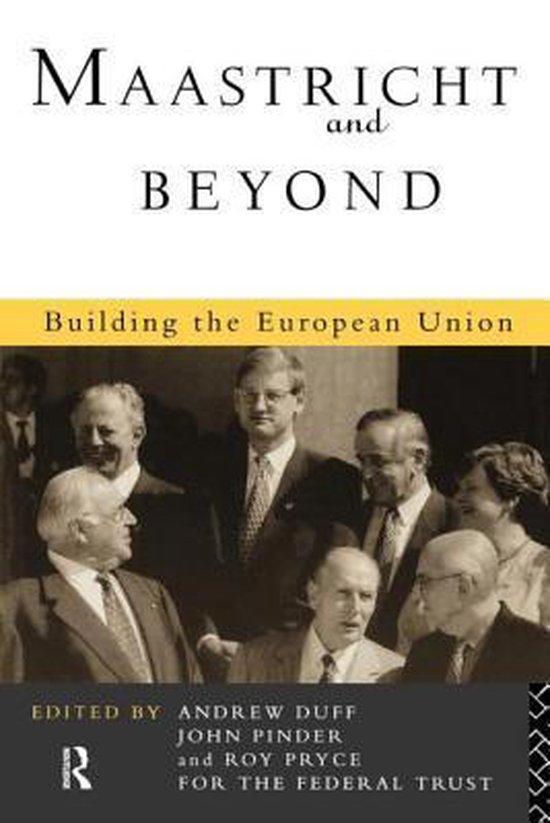 Boek cover Maastricht and Beyond van Roy Pryce (Paperback)