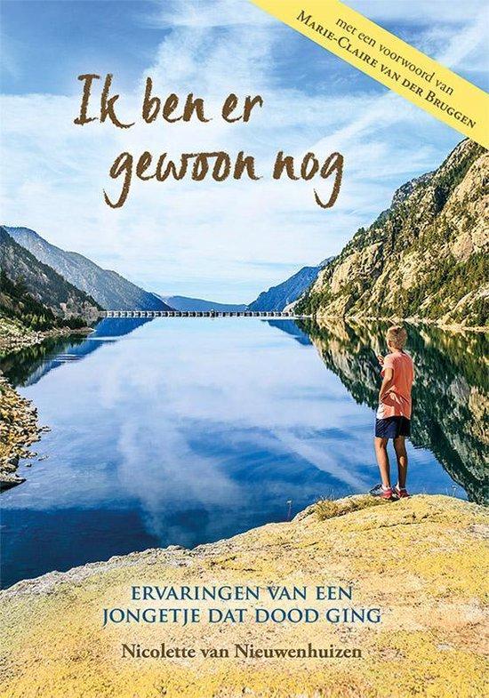Boek cover Ik ben er gewoon nog van Nicolette van Nieuwenhuizen (Hardcover)