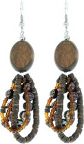 Bruine oorbellen-oorhangers met hout en parels