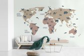 Fotobehang vinyl - Effen wereldkaart met dieren in flexa kleuren breedte 390 cm x hoogte 260 cm - Foto print op behang (in 7 formaten beschikbaar)
