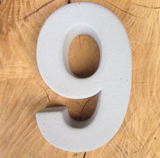 betonnen huisnummer 9, nummer negen van beton - Letterexpert