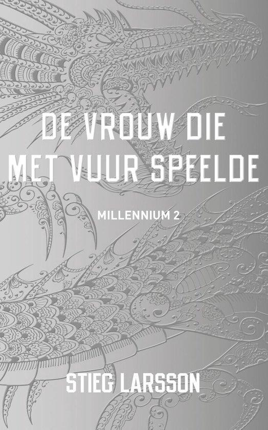 Boek cover Millennium 2 - De vrouw die met vuur speelde van Stieg Larsson (Onbekend)