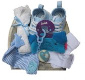 Kraam cadeau geboorte jongen zoon 8 delig met blauwe baby sneakers