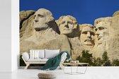 Het Noord-Amerikaanse monument Mount Rushmore met een donkerblauwe hemel fotobehang vinyl breedte 540 cm x hoogte 360 cm - Foto print op behang (in 7 formaten beschikbaar)