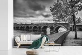 Zwart wit afbeelding van de brug in Maastricht fotobehang vinyl breedte 600 cm x hoogte 400 cm - Foto print op behang (in 7 formaten beschikbaar)