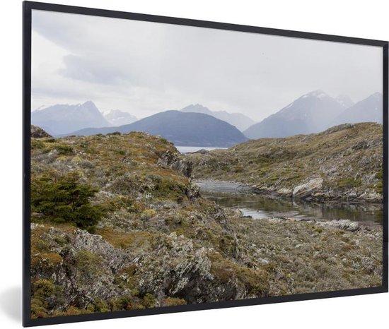 Foto in lijst - Mooie gebergtes van het Nationaal park Tierra del Fuego fotolijst zwart 60x40 cm - Poster in lijst (Wanddecoratie woonkamer / slaapkamer)