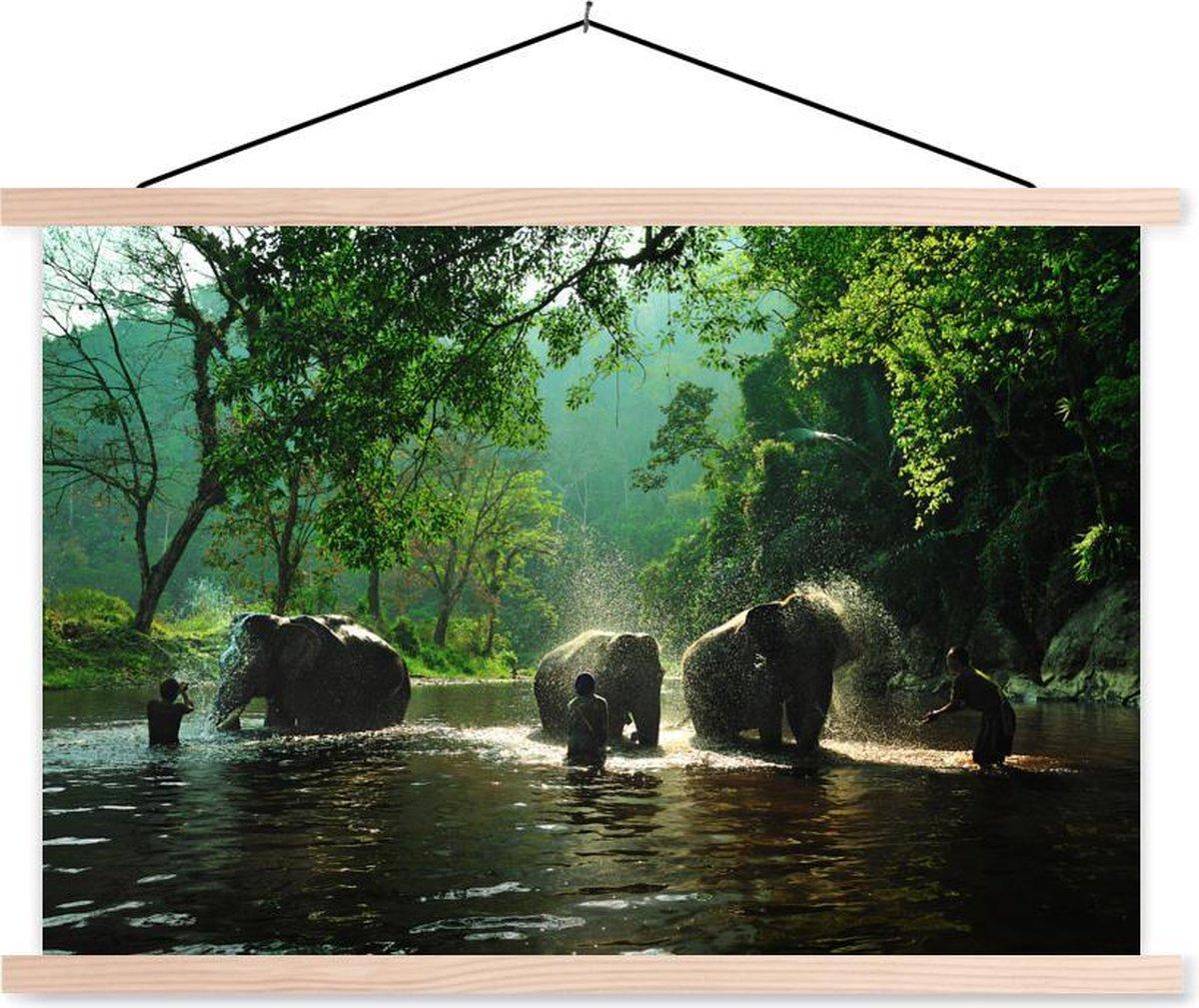 Olifanten met hun trainers in een rivier textielposter latten blank 90x60 cm - Foto print op schoolplaat (wanddecoratie woonkamer/slaapkamer)