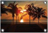 Tuinposter –Strand met Zonsondergang en Palmbomen– 60x40 Foto op Tuinposter (wanddecoratie voor buiten en binnen)