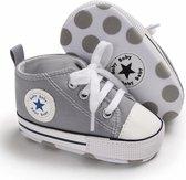 Grijze gympen met 'baby ster' logo | schoenen | baby jongens meisjes | antislip zachte zool | 0 tot 6 maanden | maat 18