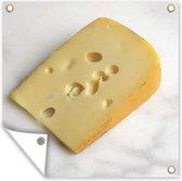 Een stuk Zwitserse kaas op een aanrecht tuinposter 100x100 cm - Tuindoek / Buitencanvas / Schilderijen voor buiten (tuin decoratie)