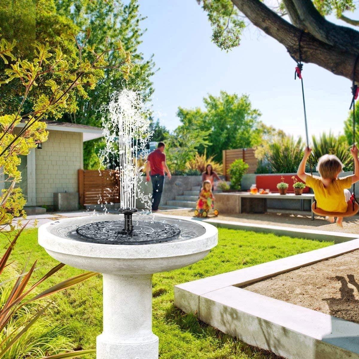 Solar Fontein op Zonne Energie - Extra Hoge Straal - Fontein pomp voor Tuin / Vogelbad / Vijver / Zwembad - Energiezuinige fontein - Milieuvriendelijke Fontein - 5 opzetstukken - Water Fontein - Vijver tuindecoratie