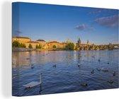 Watervogels op de rivier de Moldau met in de verte de Karelsbrug Canvas 180x120 cm - Foto print op Canvas schilderij (Wanddecoratie woonkamer / slaapkamer) XXL / Groot formaat!