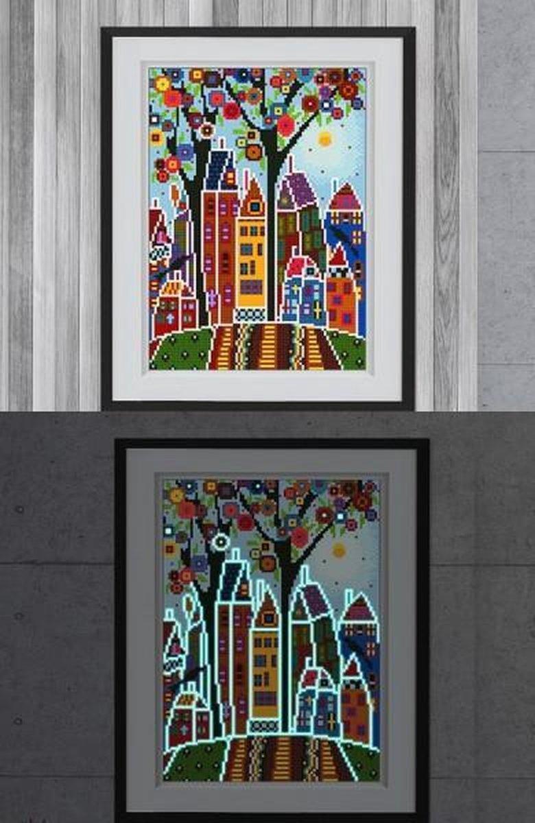 Glow In The Dark Diamond Painting Volwassenen/Kinderen - Ronde Steentjes - Volledig Pakket - Hobby - Landschappen - Kleurrijke huisjes 35x25cm