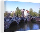 De Keizersgracht in Amsterdam onder een blauwe lucht 180x120 cm - Foto print op Canvas schilderij (Wanddecoratie woonkamer / slaapkamer) XXL / Groot formaat!