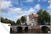 De Keizersgracht in Amsterdam onder een blauwe lucht met wolken 90x60 cm