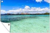 Doorzichtig zeewater op een zonnige dag voor de kust van Coron Island Tuinposter 120x80 cm - Tuindoek / Buitencanvas / Schilderijen voor buiten (tuin decoratie)