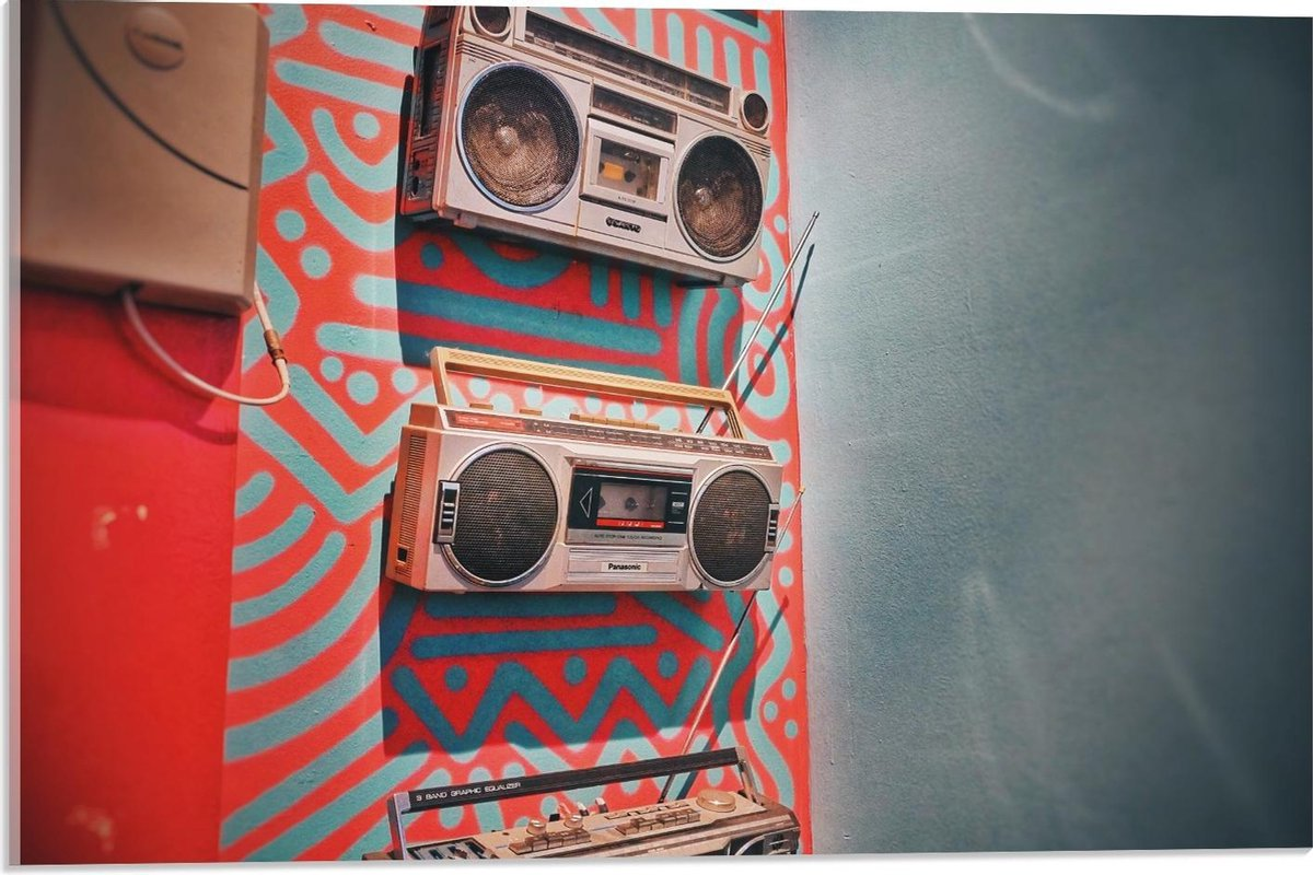 Plexiglas - Radio's in Kleurrijke Muur  - 60x40cm Foto op Plexiglas (Met Ophangsysteem)