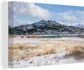 Besneeuwd berglandschap in het Nationaal park Sierra de Guadarrama Canvas 30x20 cm - klein - Foto print op Canvas schilderij (Wanddecoratie woonkamer / slaapkamer)