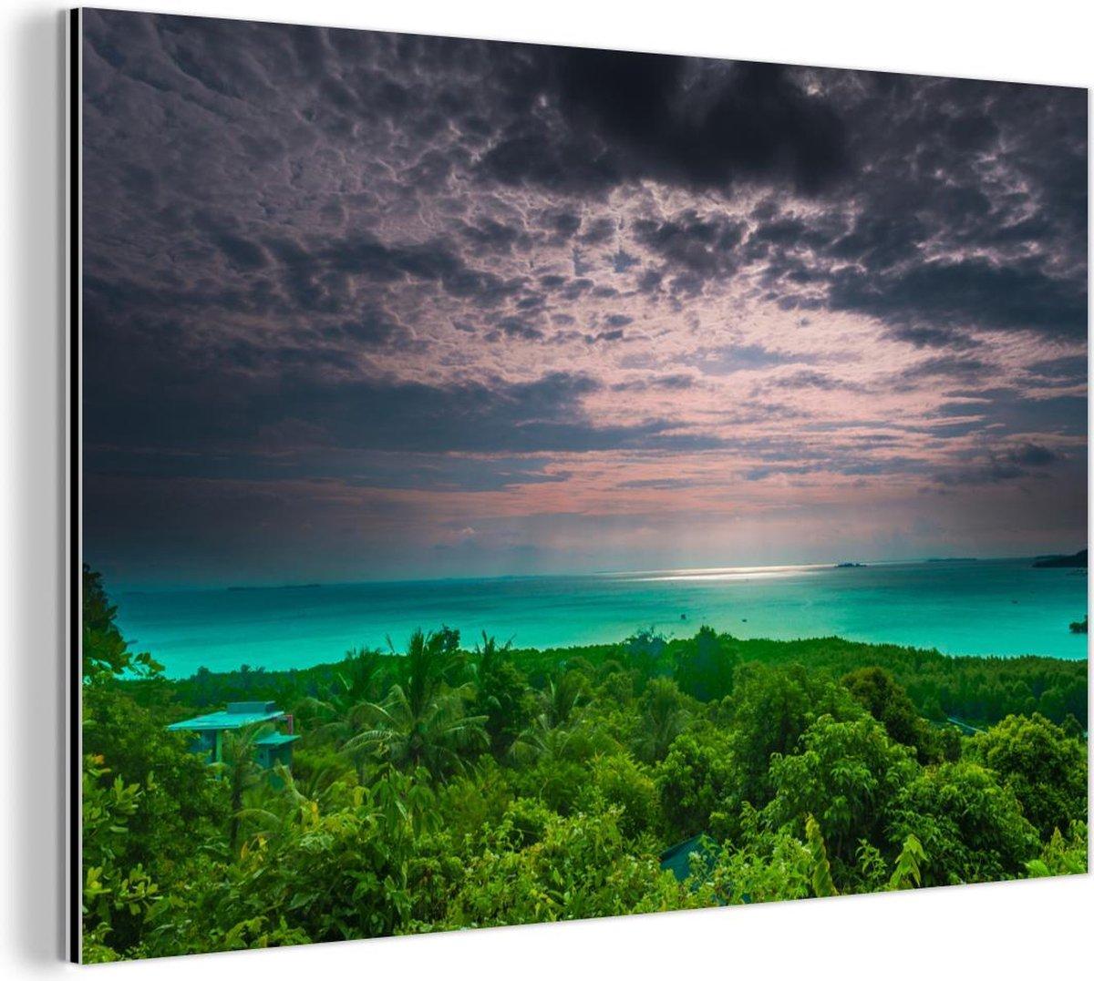 Landschap van het Nationaal park Karimunjawa tijdens de schemering in Indonesi  Aluminium 180x120 cm - Foto print op Aluminium (metaal wanddecoratie) XXL / Groot formaat!